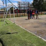 MUNICIPIO RENUEVA EL PASTO SINTÉTICO DE LA CANCHA DE ANTIHUALA