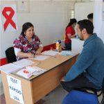 EN EL CESFAM LOS ÁLAMOS APLICAN EL TEST RÁPIDO DE VIH/SIDA