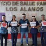ALAMEÑOS PROTEGEN A FUNCIONARIOS REGALÁNDOLES MASCARILLAS Y ESCUDOS FACIALES